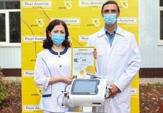 «Лемтранс» совместно с Фондом Рината Ахметова передал аппарат ИВЛ Волновахской центральной районной больнице